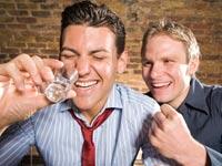 שיכור שיכורים שותים / צלם:  thinkstock
